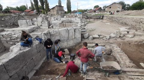 Sebastapolis Antik Kenti'nde 3 Mezar Tespit Edildi