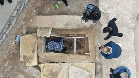 Zeytinburnu'ndaki Kazı Çalışmalarında 'Sandık Tipi' ve 'Lahit' Mezar Bulundu