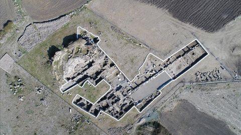 Epiphaneia Antik Kenti'nde Tapınaktan Dönüştürülmüş Kilise Bulundu