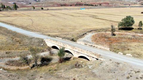 Define Avcıları Tarihi Köprüyü Talan Etti