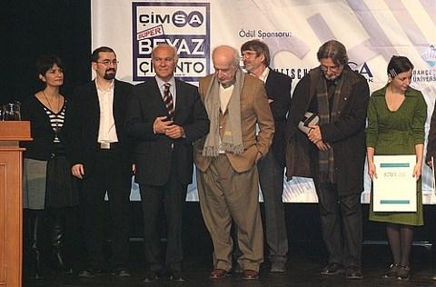Şevki Vanlı ve Doğan Hasol, 2006 Archiprix ödül töreninde jüri üyeleri ile birlikte