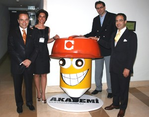 Soldan sağa: Prof. Şükrü Kızılot, Gülin Çuhadaroğlu, Çuhadaroğlu Genel Müdürü Kenan Aracı, Çuhadaroğlu Holding CEO'su Nejat Çuhadaroğlu